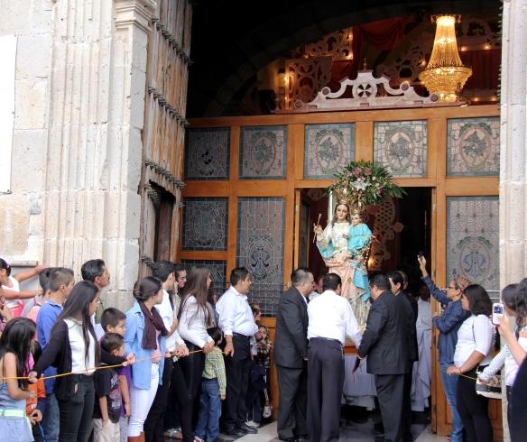 Imagen de la virgen del Rosario, a su salida del templo el 7 de octubre de 2014. Foto: Lucía Castillo