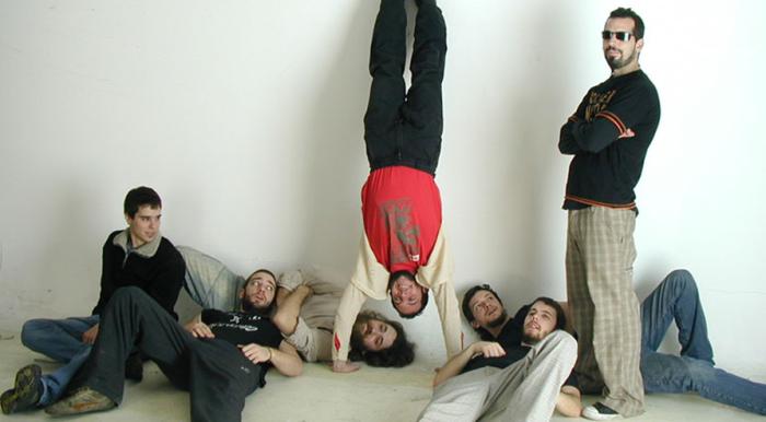 Izquierda a derecha: Alejandro Móndelo, Juan Fernandez, Diego Bozzalla, Joel Barbeito, Santiago Bogisich, Juan Comas y FernadoVecchio. Foto: cortesía de Las Pastillas del Abuelo