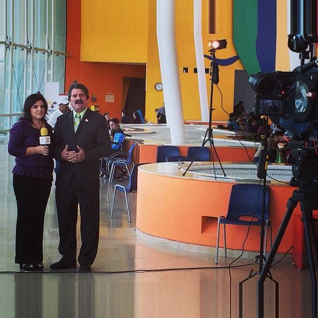 El alcalde y su esposa en las instalaciones de CRIT de Occidente. Foto: www.facebook.com/frankjpl