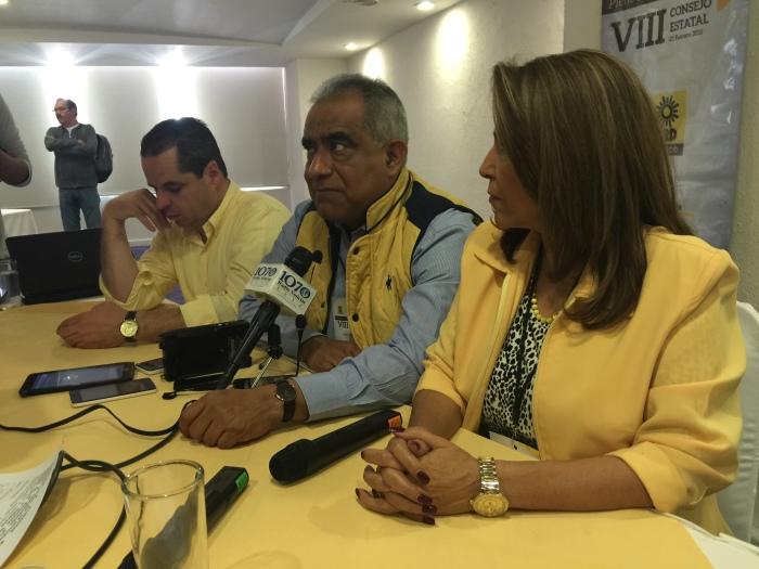 Al micrófono, Raúl Vargas, dirigente del PRD Jalisco. Foto: cortesía PRD