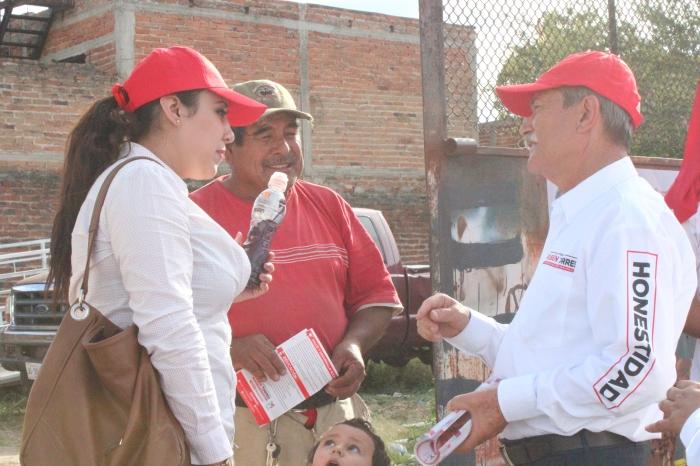 Rubén Torres dijo que crearía centros de salud en varias delegaciones del municipio. Foto: Alfredo Olivarez