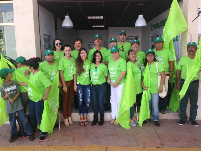 En imagen, Martín González  con parte de su equipo de trabajo en el arranque de campaña del Partido Verde en Zapotlanejo. Foto: Edgar Olivares