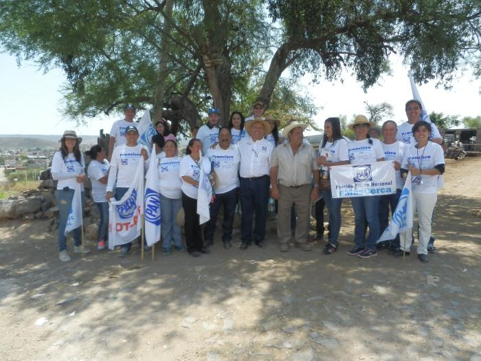 Este es parte del equipo de trabajo del candidato panista, Carlos Cervantes. Foto: Lucía Castillo