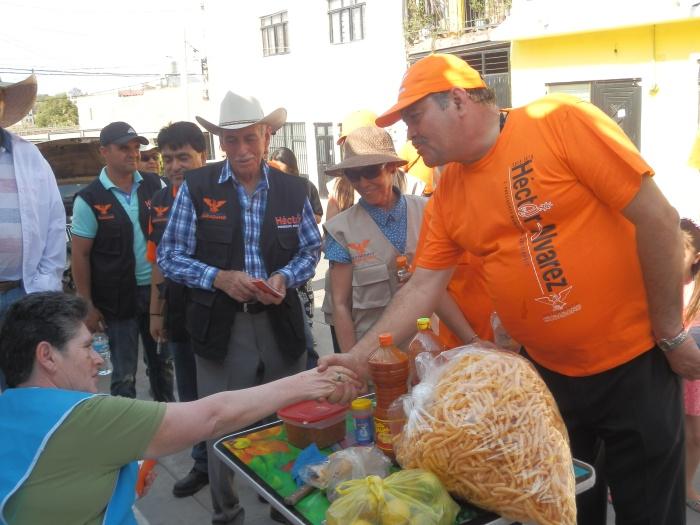 El alcalde, Héctor Álvarez durante su campaña política en abril de este año. Foto: Archivo