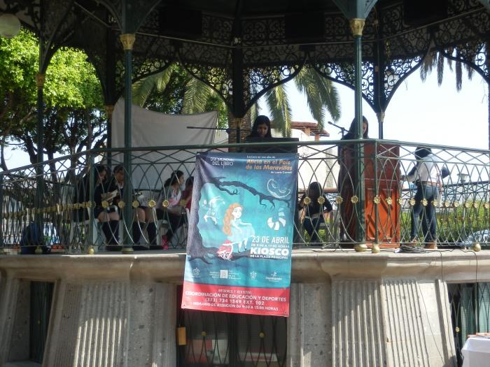El maratón de lectura pública durará unas 8 horas. Se desarrolla en el centro de Zapotlanejo. Foto: Lucía Castillo