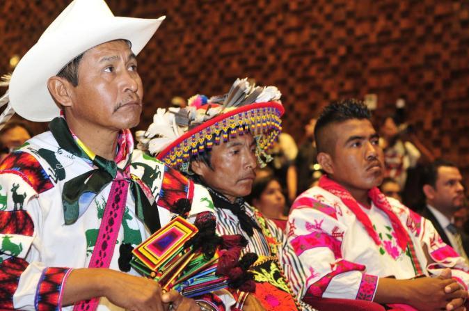 Integrantes del pueblo indígena huichol. Foto: http://noticias.mexico.lainformacion.com/