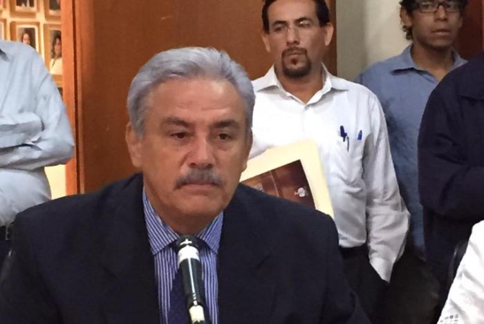 En imagen, Alberto Cárdenas de visita en el Congreso de Jalisco. Foto compartida por el diputado Gildardo Guerrero en Twitter ( @GildardGuerrero )