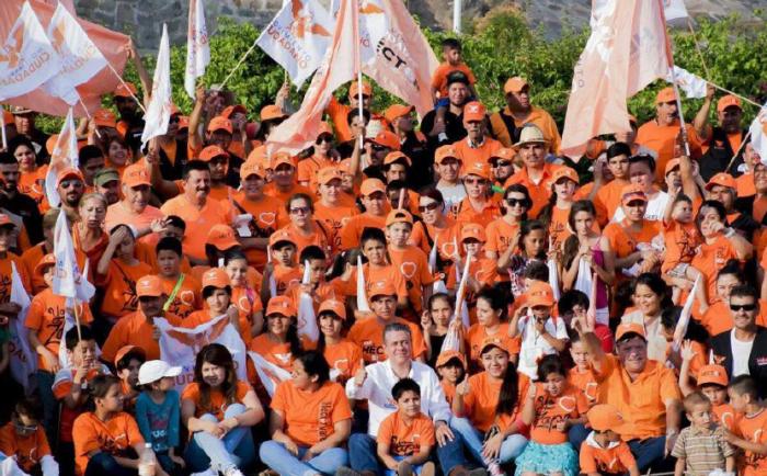 SImpatizantes de Héctor Álvarez y Movimiento Ciudadano, en la campaña rumbo al 7 de junio.