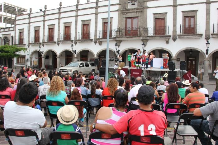 En el cierre hubo payasos y música. Foto: Lucía Castillo