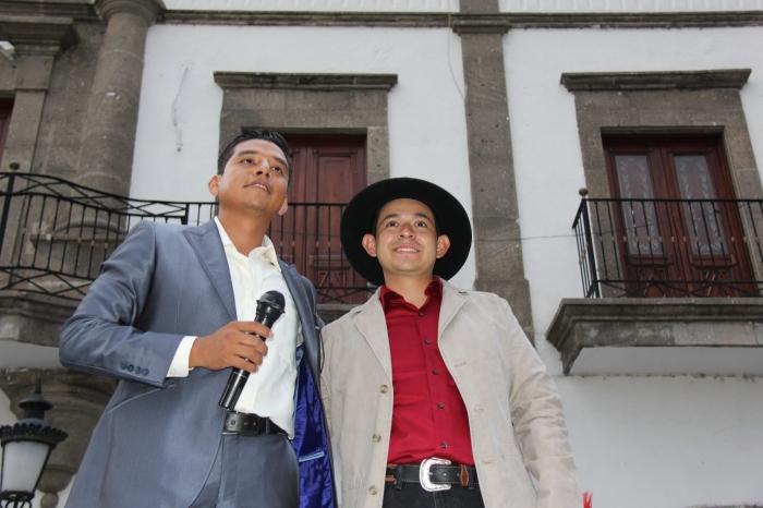 De izquierda a derecha, Ángel Morando, candidato a diputado local del Distrito 17, en compañía de Heliodoro Rentería, candidato a presidente municipal, ambos de Morena. Foto: Lucía Castillo
