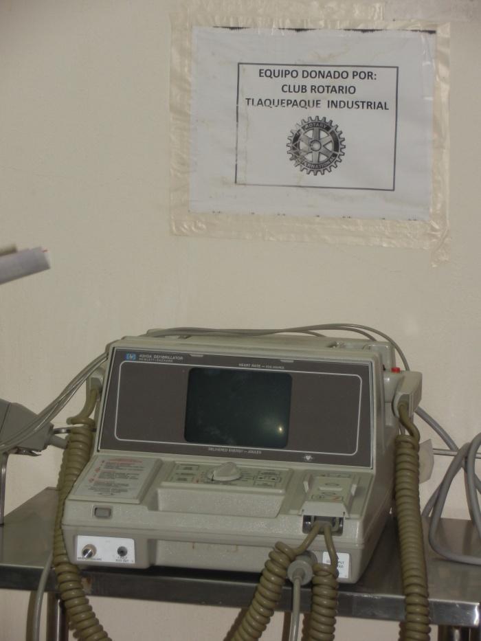 El desfibrilador que los Rotarios donaron a Cruz Roja. Este parato se utiliza para tratar los paros cardiorespitarios de los pacientes. Foto: Lucía C.