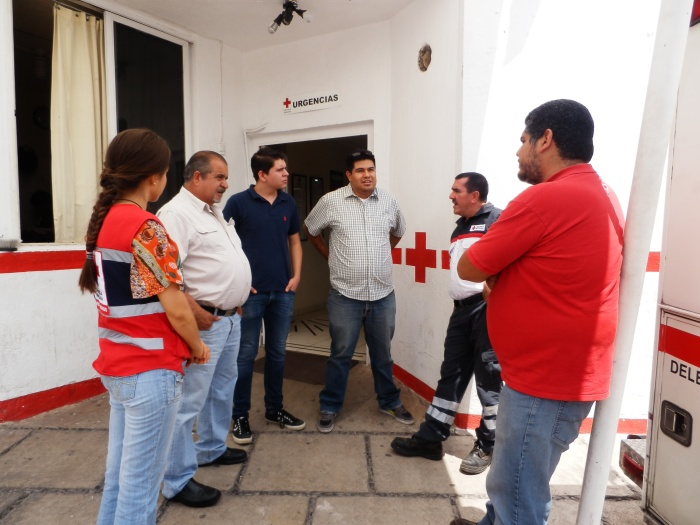 Personal administrativo de Cruz Roja Zapotlanejo dialogaron esta tarde con los gestores del equipo que traerán pronto de Estados Unidos. Foto: Lucía Castillo