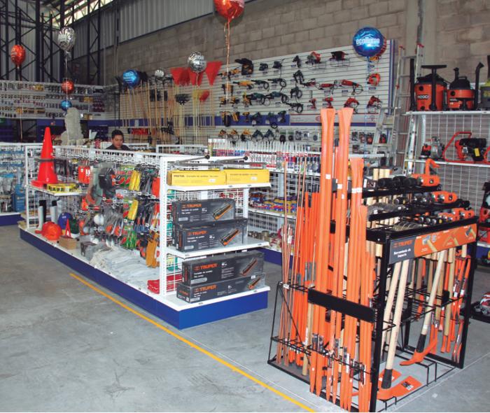 Instalaciones de la nueva tienda en La Laja. Foto: Edgar Olivares