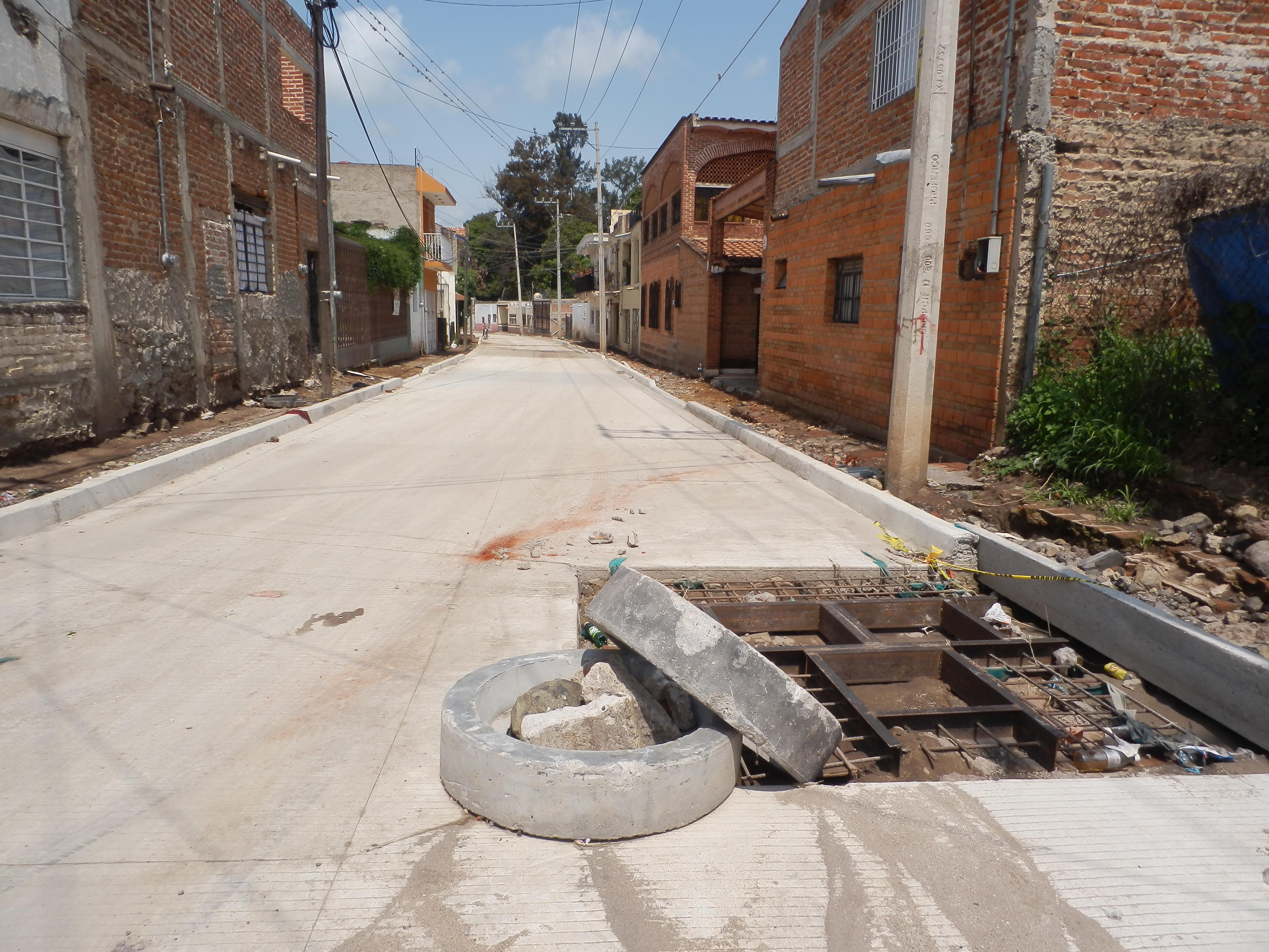falta de presupuesto impide construcción de banquetas en calle