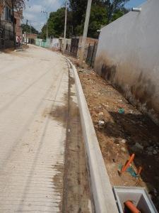 La zona de la calle que ya está pavimentada, no tiene banquetas. Foto: Lucía Castillo