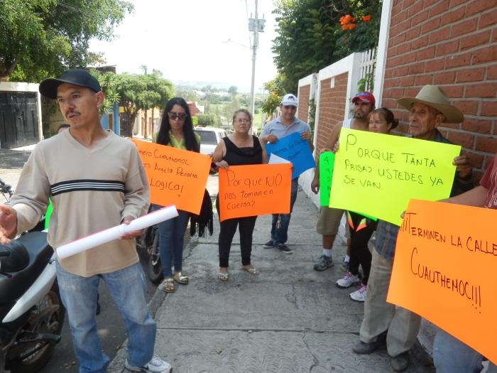 Vecinos de la Cuauhtémoc  fueron a la calle Ángela Peralta este día. Foto: Lucía Castillo
