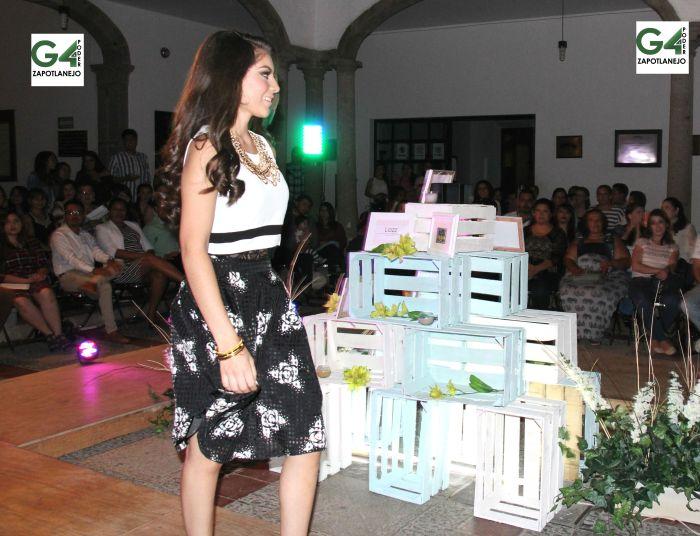"""Fátima Itzel, de 18 años de edad. Ella es de la cabecera municipal de Zapotlanejo. """"Quiero agradecer a la gente que se tomó un minuto de su tiempo para estar en esta presentación"""", dijo."""