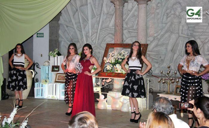 Al frente, la actual Señorita Zapotlanejo, Magdalena Temblador. Detrás, las candidatas de este año