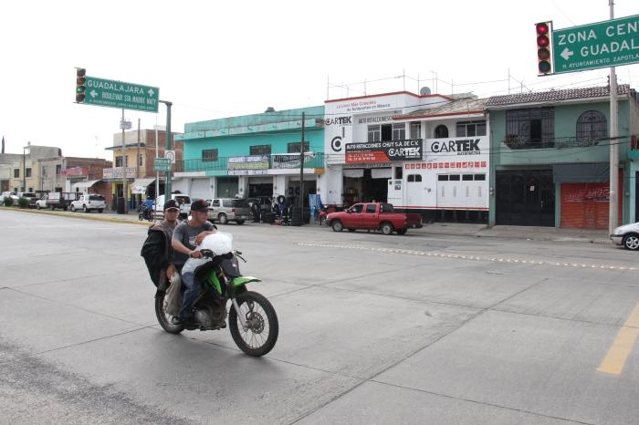 Ya funcionan los semáforos en Los Arcos. Foto: Lucía Castillo