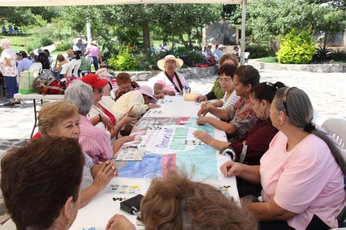 Picnic en Puente de Calderón por la Semana del Adulto Mayor que organizó DIF Zapotlanejo. Foto: Lucía Castillo