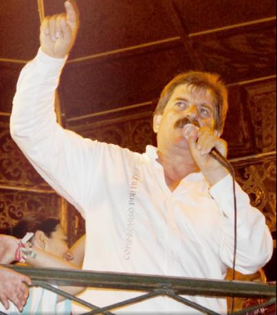 """En el kiosco, el """"Güero"""" Pulido dio su primer discurso como alcalde electo. Foto: Cuarto Poder/Archivo"""