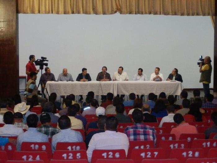Los equipos de trabajo de Héctor Álvarez y Francisco Javier Pulido. Foto: Lucía Castillo