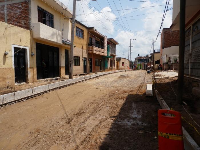 La calle Cuauhtémoc, una de las obras inconclusas. Foto: Lucía C.