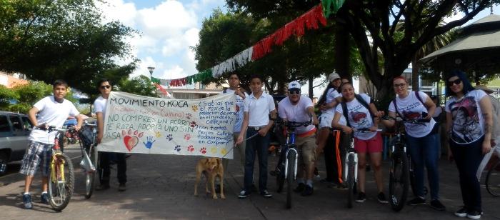 Los asistentes al término del recorrido en la plaza principal de Zapotlanejo. Foto: Lucía Castillo