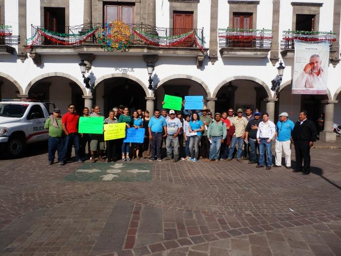 Los trabajadores del ayuntamiento que acudieron este día a la presidencia municipal. Foto: Lucía Castillo