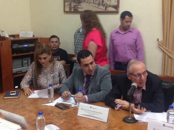 El legislador Ernesto González dijo que hará un pronunciamiento en el Congreso para echar atrás el incremento. Foto: Twitter @GPPANJAL