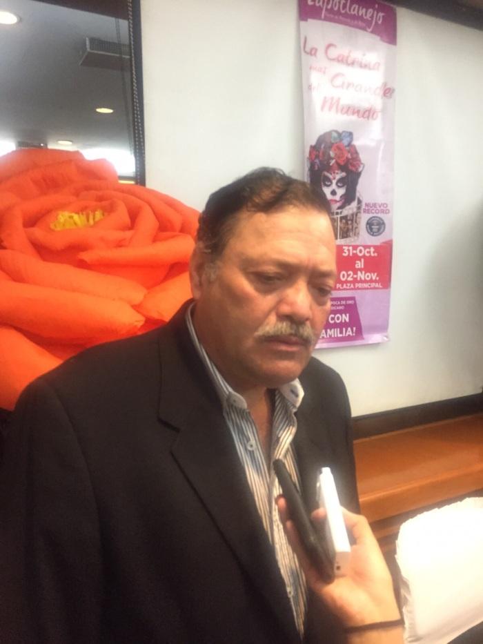 Héctor Álvarez en la rueda de prensa que dio ayer para anunciar las actividades de Día de Muertos en Zapotlanejo. Foto: Edgar Olivares