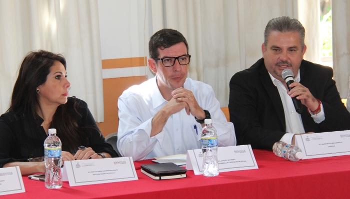 De izq. a der. Martha Covarrubias, Miguel Castro y Javier Degollado González