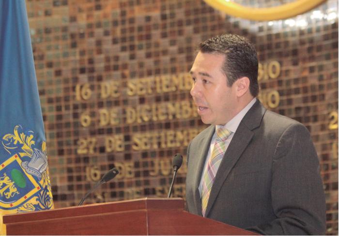 El diputado José Luis Munguía habla en la tribuna