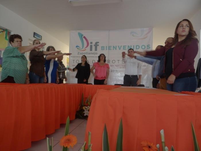 Rinden protesta nuevos integrantes el consejo del DIF. Foto: Lucía C.