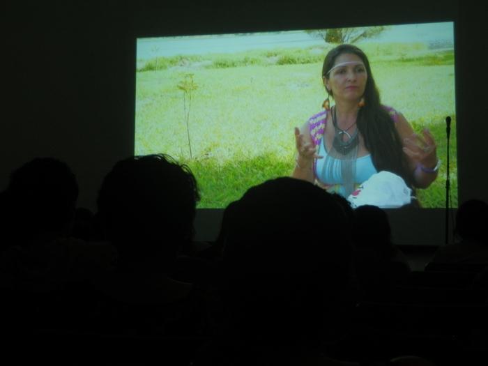 """Proyección del documental """"Nuestros caminos"""". Foto: Lucía C."""