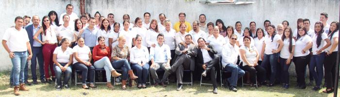 INAUGURACIÓN. El gran equipo SIPREF se reunió para inaugurar la oficina en Zapotlanejo y convivieron directivos, trabajadores y clientes de la empresa