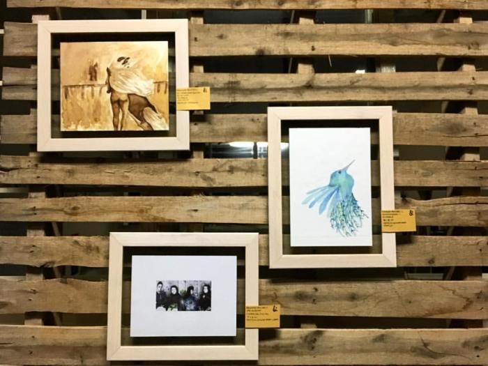 Algunas de las obras montadas en la exposición del viernes. Imagen y muestra de Fernanda Ramírez Castillo, artista local