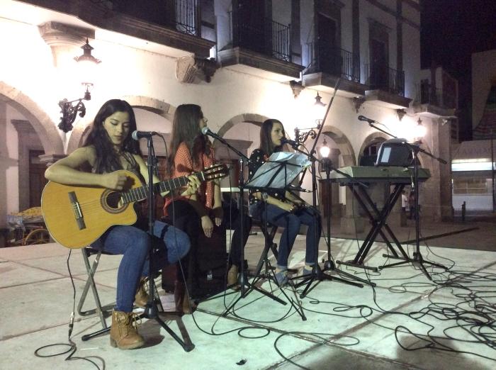 El grupo local 'Sinfonic-k' participó en esta kermés, organizada por los misioneros de Zapotlanejo