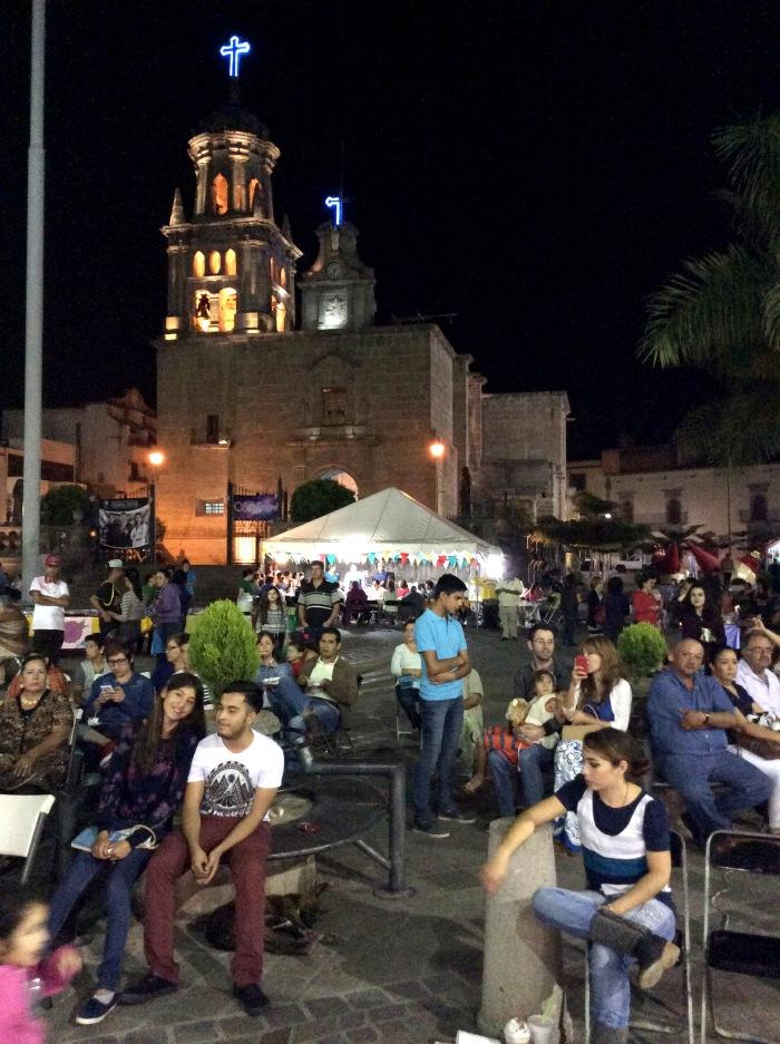 Los misioneros realizaron una fiesta popular, donde hubo música, antojitos y lotería