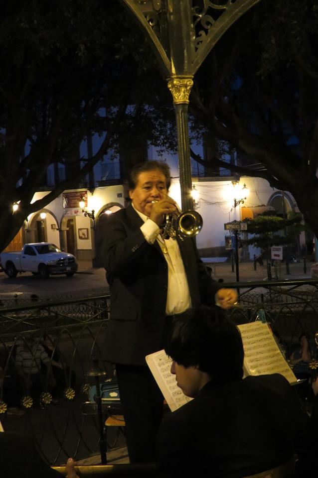 Jacinto dirigiendo la Orquesta Municipal en una presentación de 2013. Foto: Lorena Castillo