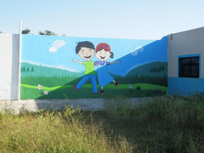 Afuera de la Casa Hogar, el artista Owen Hernández pinto este mural, ideado por Yakin Gaytan