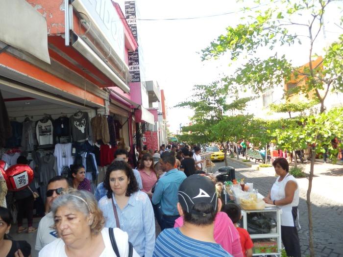 La calle Guadalupe Victoria durante el Buen Fin. Foto: Lucía C.