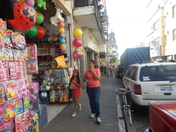 Calle Juárez, principal arteria vial de Zapotlanejo. Foto: Lucía C.