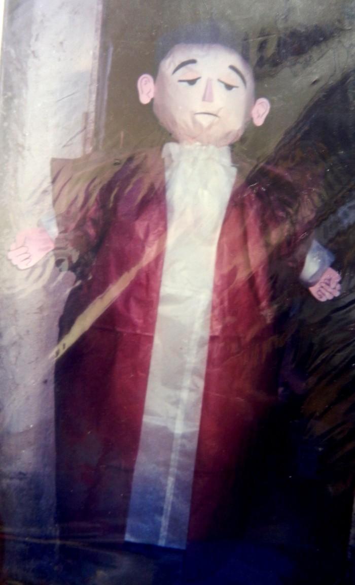 Piñata de Judas, una de las peticiones más extrañas que le han hecho a Elisa, según relata
