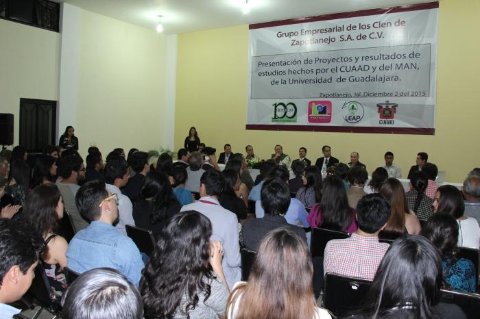 La presentación de proyectos se realizó en el auditorio de la Macroplaza. Foto: Lucía Castillo