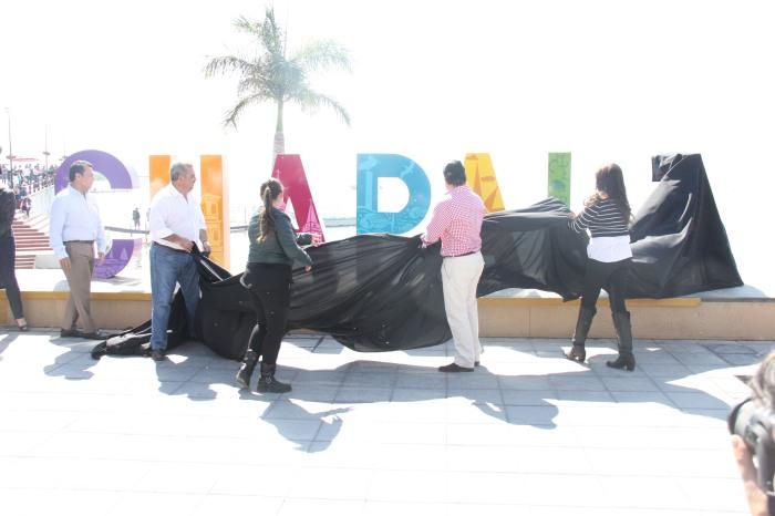 Autoridades estatales y municipales inauguraron la 'Plaza de la Hermandad'