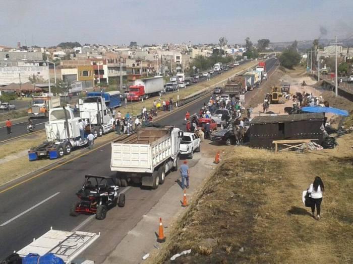 Vista de la manifestación en la Autopista Guadalajara - Zapotlanejo