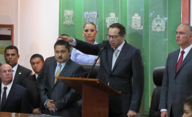 Toma protesta como Gobernador de Colima, Ignacio Peralta Sánchez
