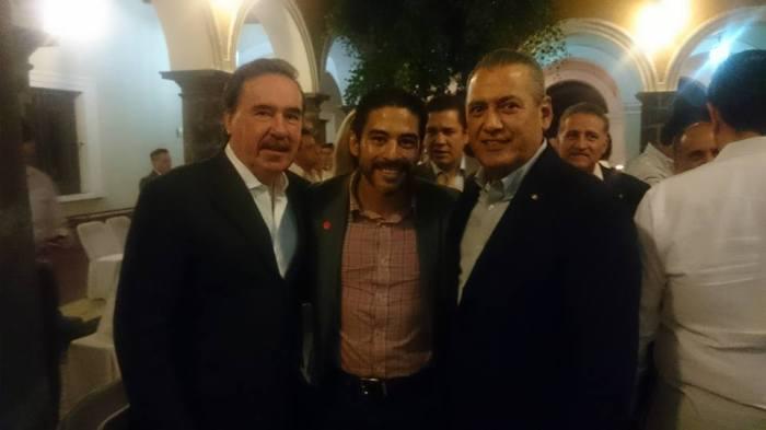 Víctor Peralta con Emilio Gamboa y Manlio Fabio Beltrones