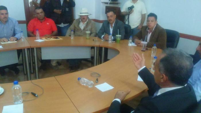Diputados locales recibieron a los ciudadanos inconformes con las nuevas casetas y tomaron nota de sus peticiones